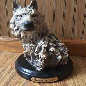 Beautiful Wellington Collection Wolf Decoration
